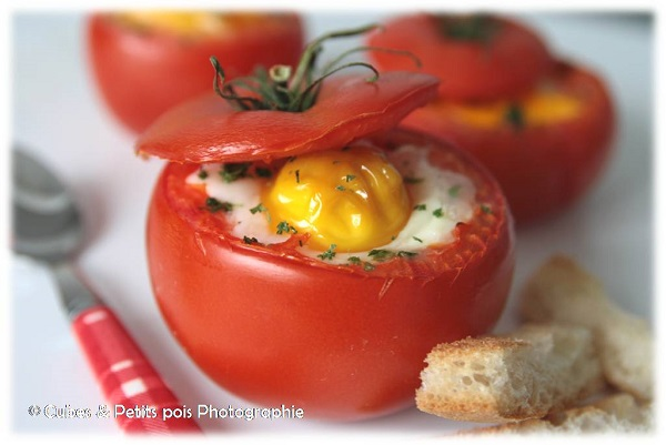 recette originale d 39 oeuf cocotte sur nid de tomate. Black Bedroom Furniture Sets. Home Design Ideas