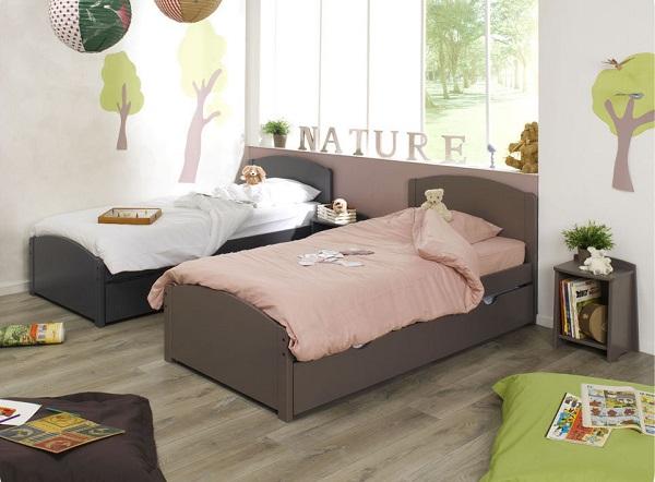 une chambre pour deux lits enfants