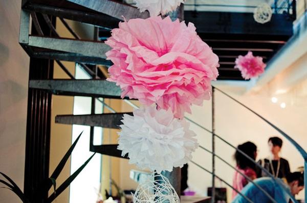 décoration baptème fleurs papier