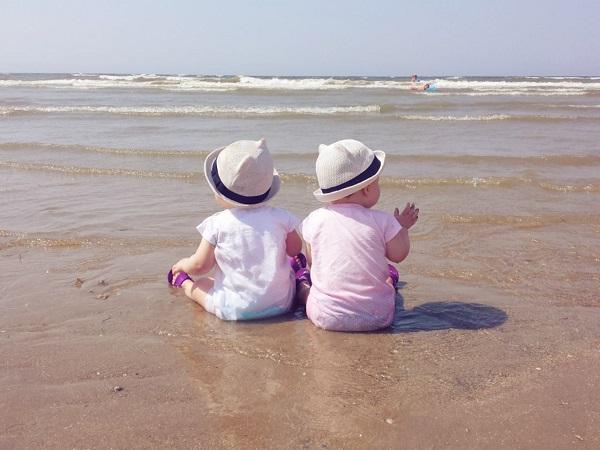 jumelles à la mer