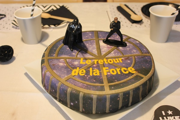 anniversaire star wars gateau bonbons et chocolats. Black Bedroom Furniture Sets. Home Design Ideas