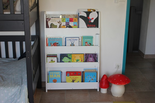rangement livres enfants la biblioth que tidy books jumeaux co le site des parents de. Black Bedroom Furniture Sets. Home Design Ideas